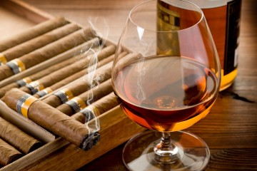 Cigar-Smoke-And-Cognac-1800x2880